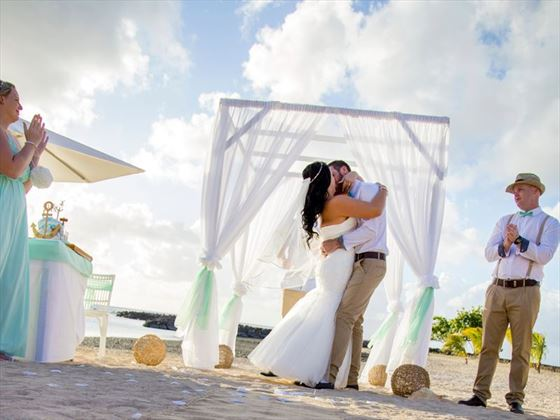 Wedding ceremony taking place at the Veranda Pointe Aux Biches