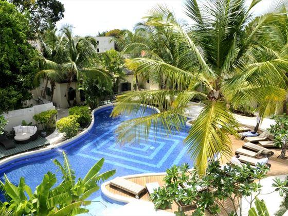 Waves Hotel & Spa pool