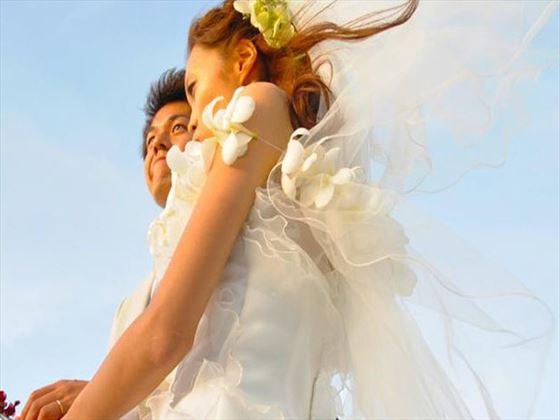 Bride and groom at Heritance Kandalama