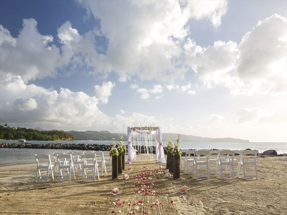 Beautiful wedding setting at Windjammer Landing Villa Beach Resort