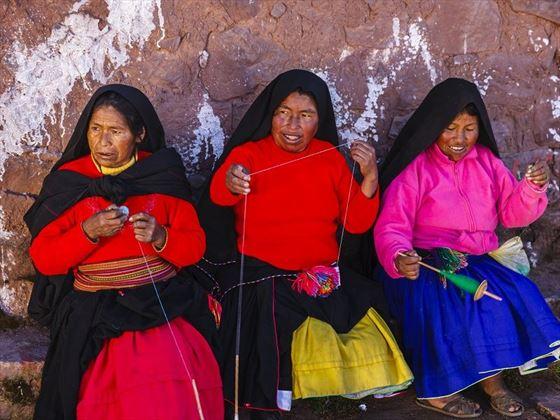 Women weaving in Titicaca
