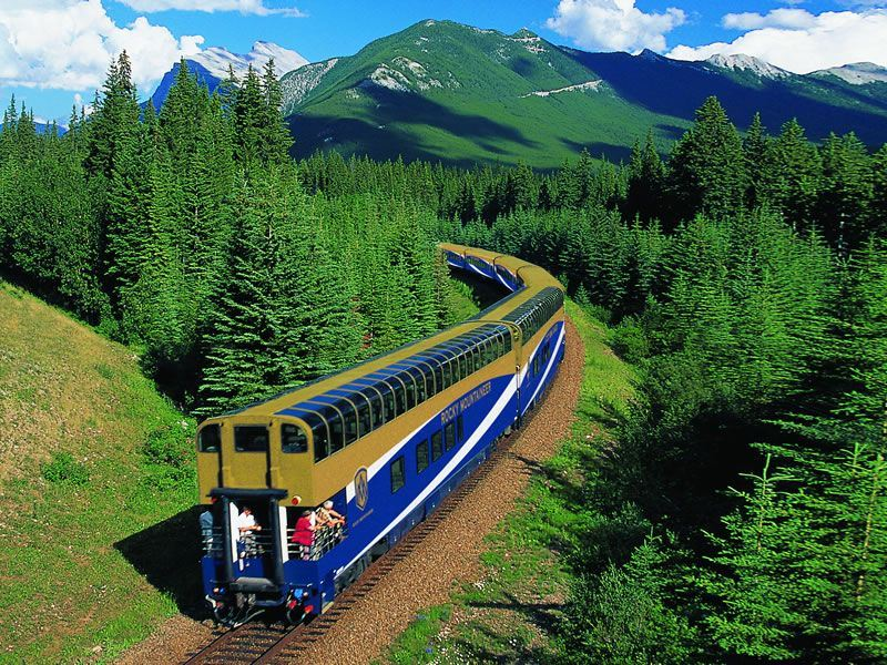 Curve on the Journey through the Clouds route Rocky Mountaineer CR