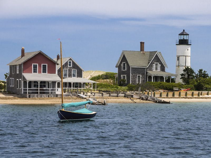 cape cod homes and lighthouse massachusetts