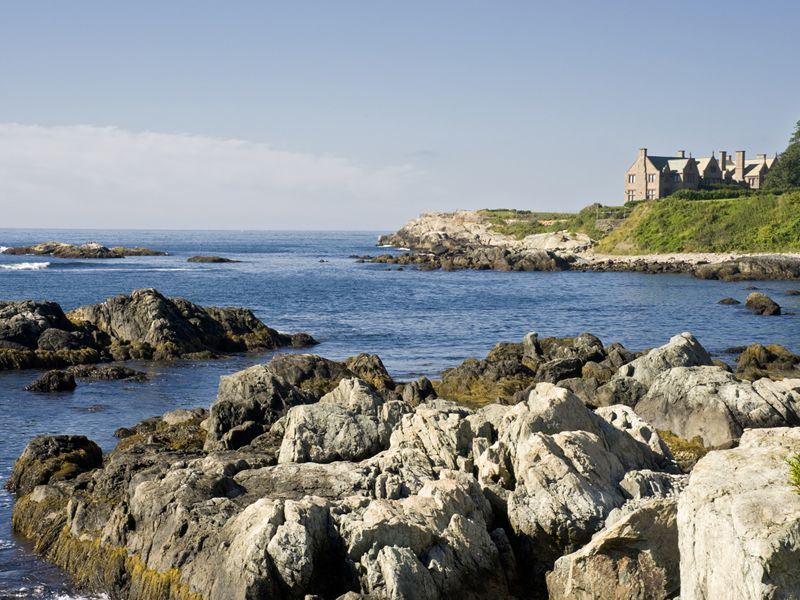 cliff walk in newport rhode island
