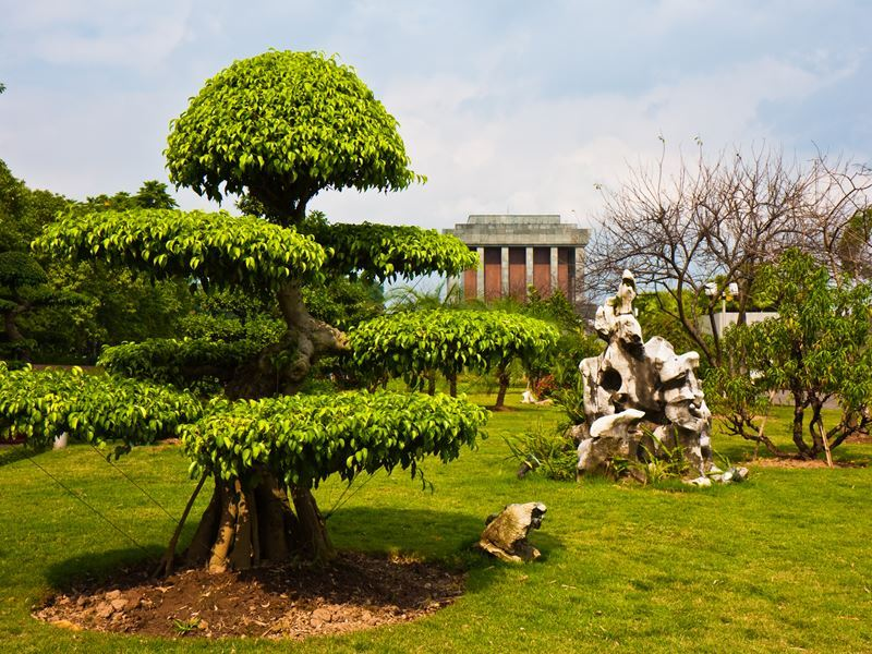 ho chi minh mausoleum park hanoi