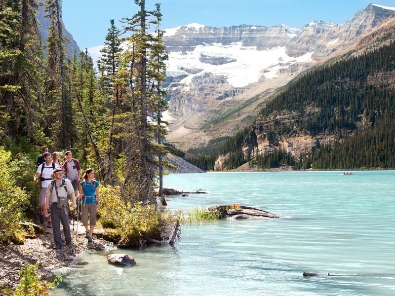 lake louise alberta hiking
