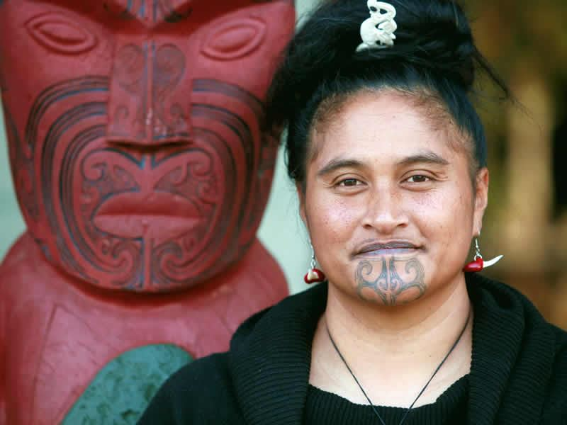 maori woman tattoo carving new zealand