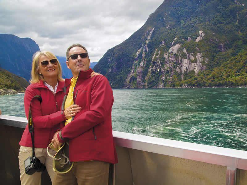 milford sound cruise couple shot