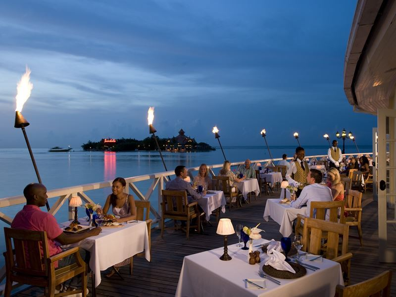 sandals royal caribbean dining