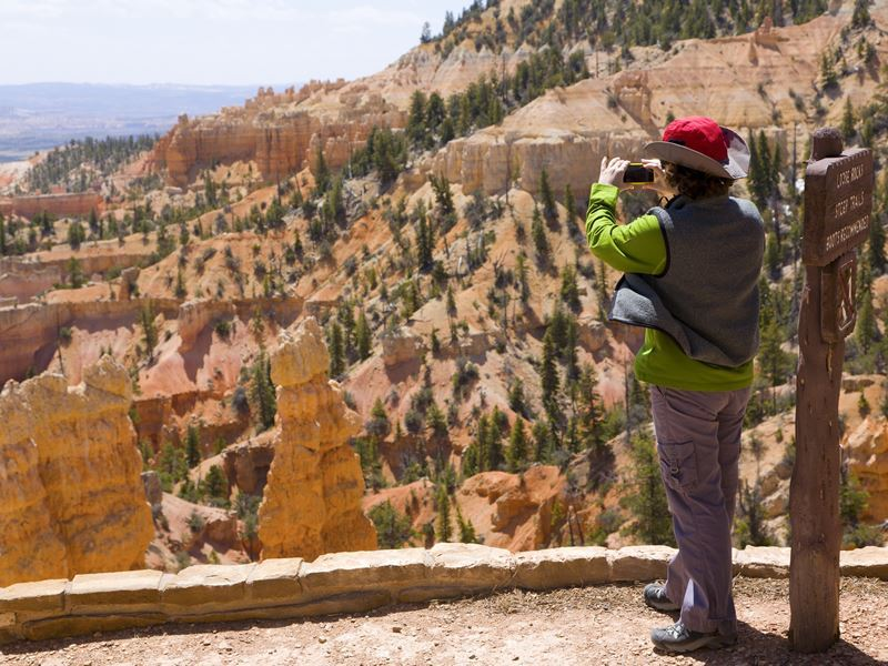 taking photos in bryce canyon