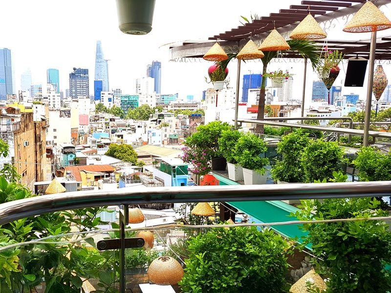the view rooftop bar saigon