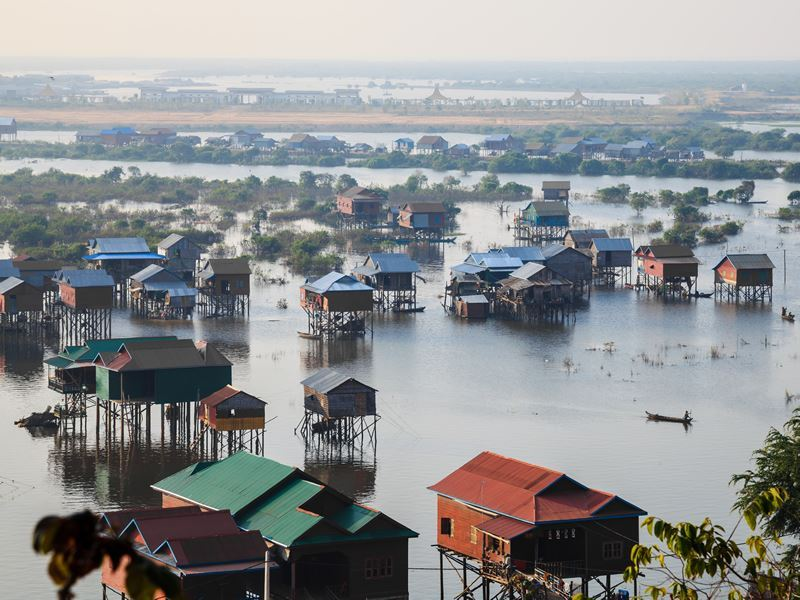 tonle sap lake floating village