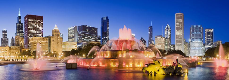 Chicago city skyline and Buckingham Fountain